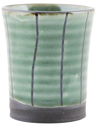 På billedet ser du variationen fra brandet House Doctor i en størrelse D: 4 cm. x H: 5,5 cm. i farven Grøn