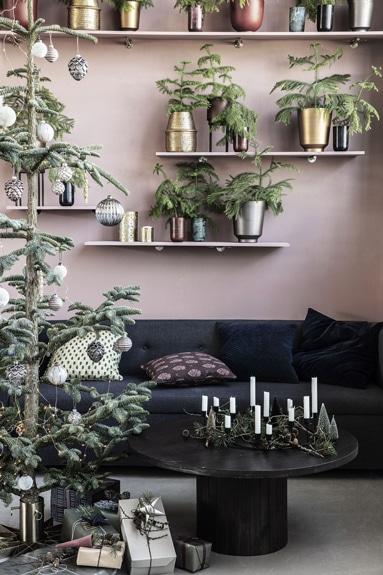 Billedet giver inspiration til hvordan man kan pynte sit juletræ