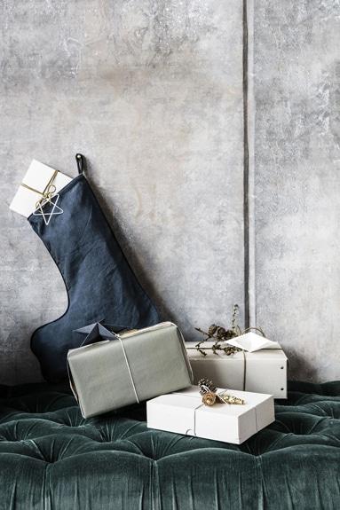 Billedet viser indpakkede julegaver fra likehome.dk