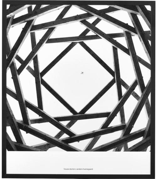 På billedet ser du variationen Illustration, Prospections 01, By anders hvenegaard fra brandet House Doctor i en størrelse 32 x 37 cm. i farven Sort