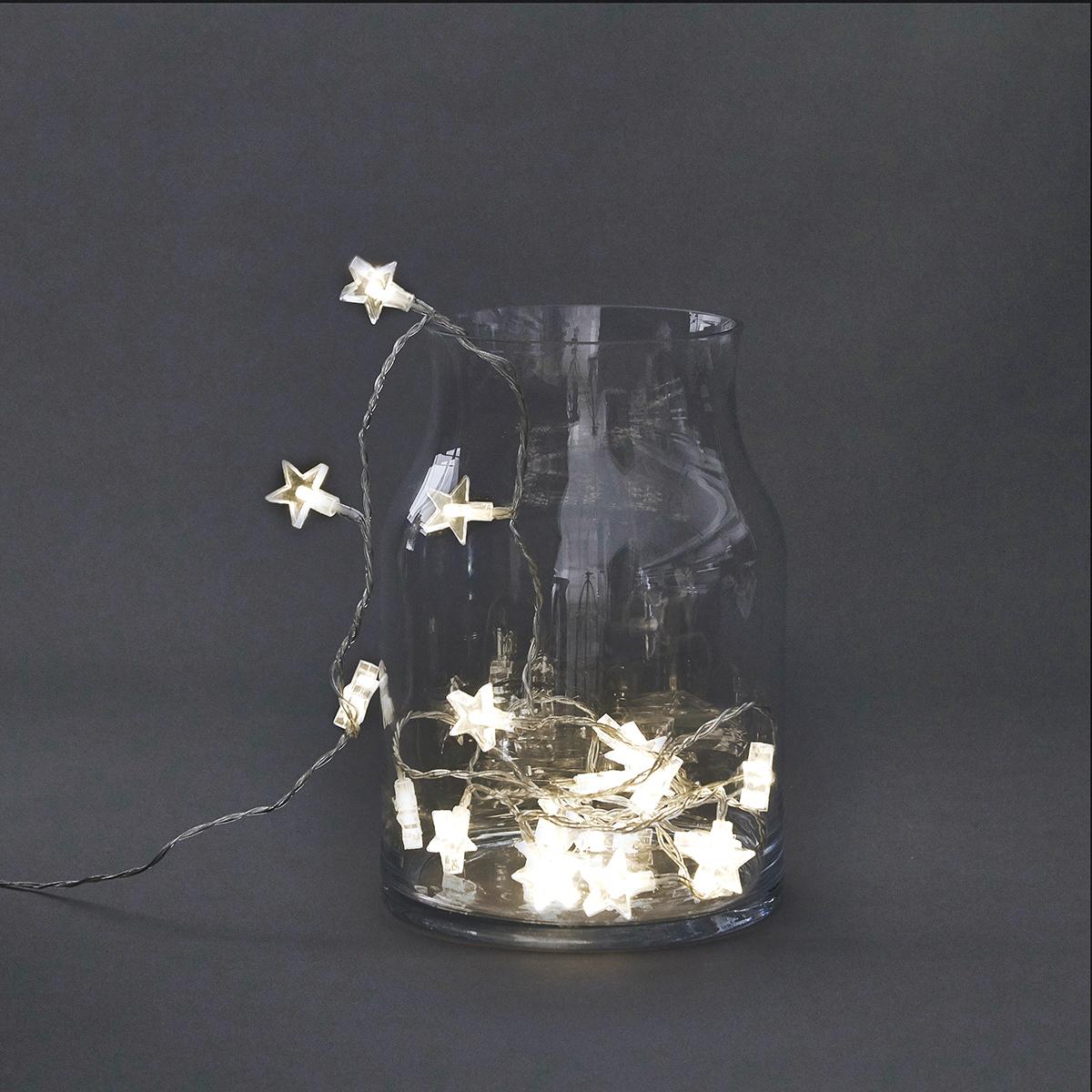 På billedet ser du variationen Lyskæde, Star, Lang fra brandet House Doctor i en størrelse L: 5,9 m i farven Klar