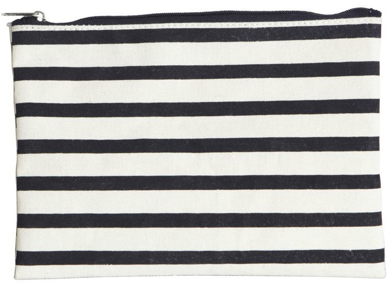 På billedet ser du variationen Makeup taske, Stripes fra brandet House Doctor i en størrelse 19 x 15 cm. i farven Hvid/Sort