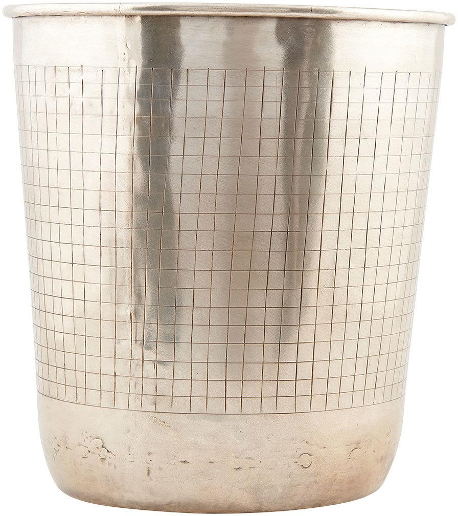 På billedet ser du variationen Check, Potte fra brandet House Doctor i en størrelse D: 18/23 cm. x H: 26 cm. i farven Sølv
