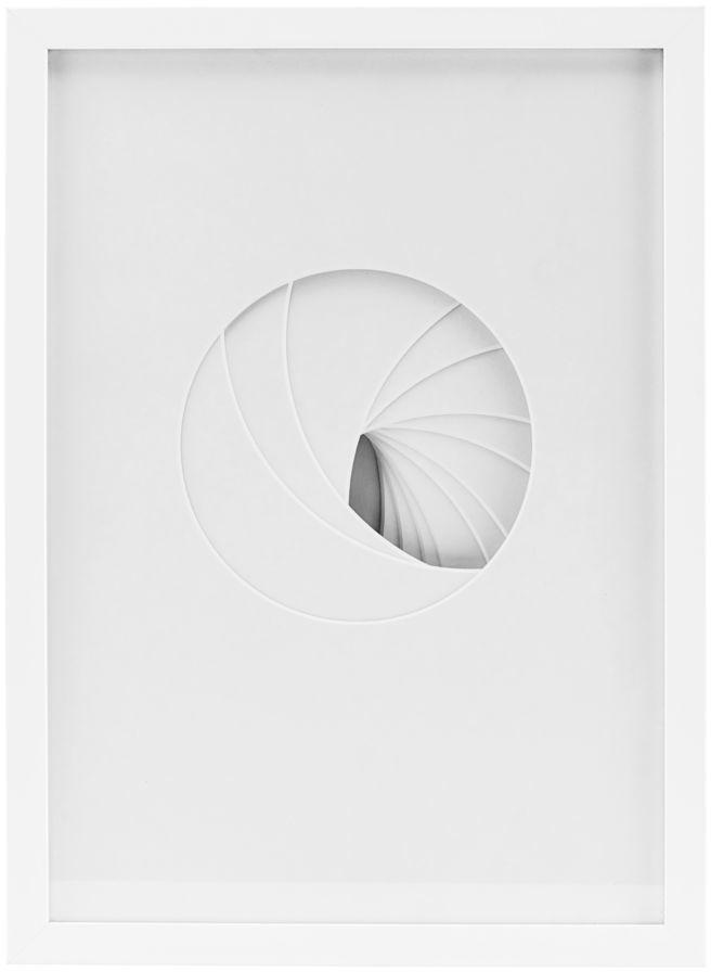På billedet ser du variationen Shapes, Relief, Round fra brandet House Doctor i en størrelse 29.7 x 42 cm. i farven Hvid