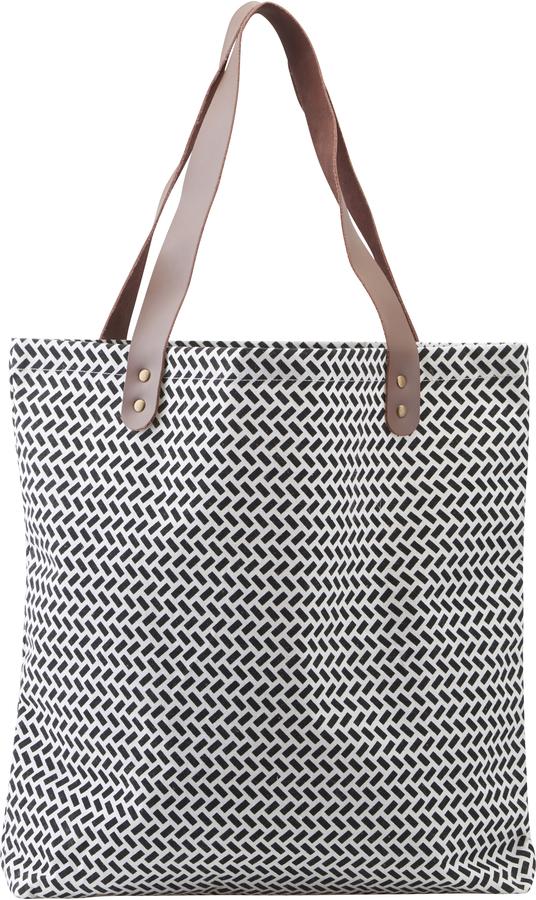 På billedet ser du variationen Shopper, taske, Paran fra brandet House Doctor i en størrelse H: 40 cm. B: 45 cm. L: 10 cm. i farven Sort/Hvid