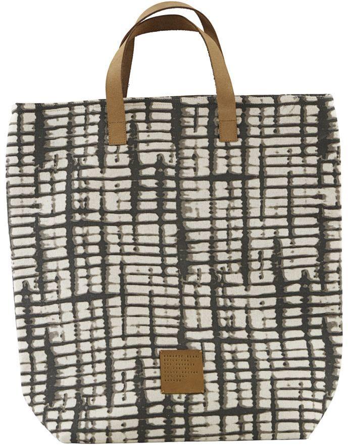 På billedet ser du variationen Shopping taske, Batik fra brandet House Doctor i en størrelse 41 x 38 cm. i farven Hvid/Brun