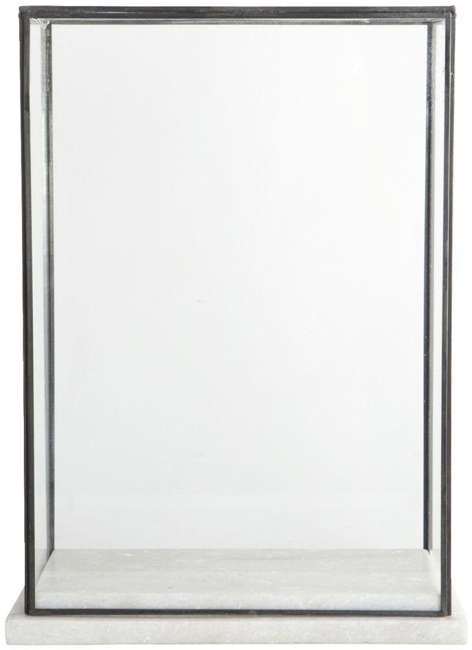 På billedet ser du variationen Showcase, Marbel fra brandet House Doctor i en størrelse 17 x 28 cm. x H: 38 cm. i farven Klar/Hvid