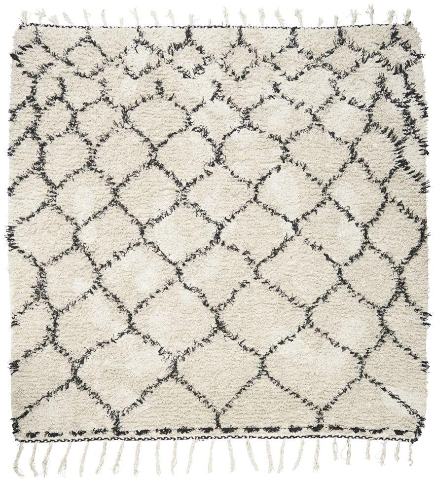 På billedet ser du variationen Tæppe, Zena fra brandet House Doctor i en størrelse 180 x 180 cm. i farven Hvid/Sort
