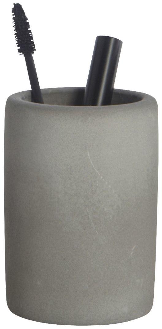 På billedet ser du variationen Cement, Tandbørsteholder fra brandet House Doctor i en størrelse H: 11,3 cm. x D: 7,6 cm. i farven Grå