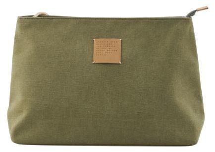 På billedet ser du variationen Toilet taske fra brandet House Doctor i en størrelse 32 x 12 cm. x H: 24 cm. i farven Armygrøn