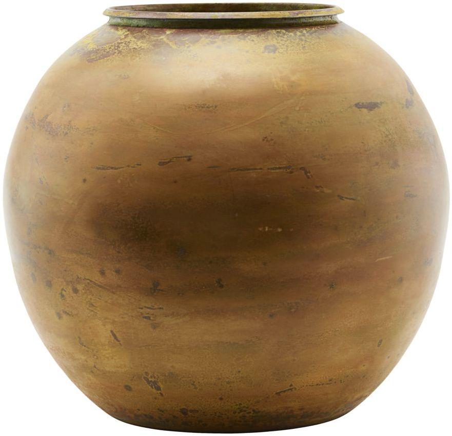 På billedet ser du variationen Vase, Etnik, Mustard fra brandet House Doctor i en størrelse D: 28 cm. H: 25 cm. i farven Messing