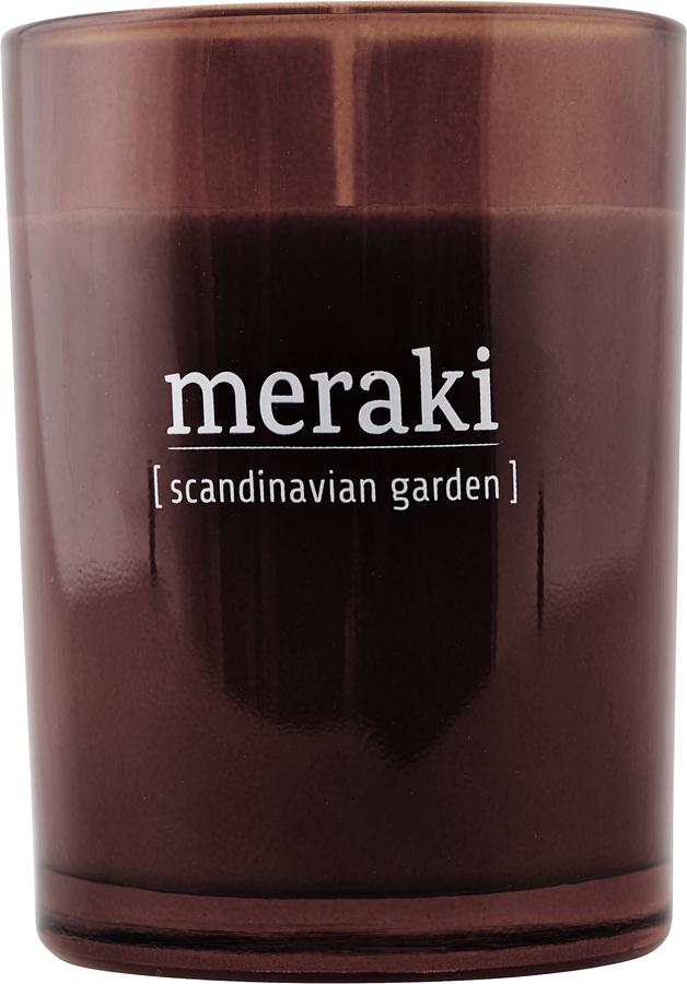 På billedet ser du variationen Duftlys, Scandinavian Garden fra brandet Meraki i en størrelse Ø: 8 cm. H: 10,5 cm. i farven Brændt henna
