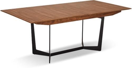 På billedet ser du et stemningsbillede (#7) fra Kendal, Spisebord med butterflyplade fra brandet Raymond & Hallmark i en størrelse H: 76 cm. B: 100 cm. L: 250 cm. i farven Brun