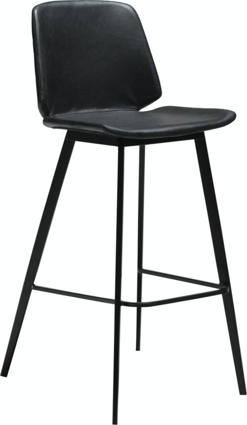 På billedet ser du variationen Swing, Barstol, Kunstlæder fra brandet DAN-FORM Denmark i en størrelse H: 105 cm. B: 47 cm. i farven Sort