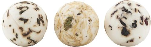På billedet ser du variationen Sæbebox, Green Tea & Pomegranate & Chamomile fra brandet Meraki i en størrelse 3 x 45g i farven Hvid