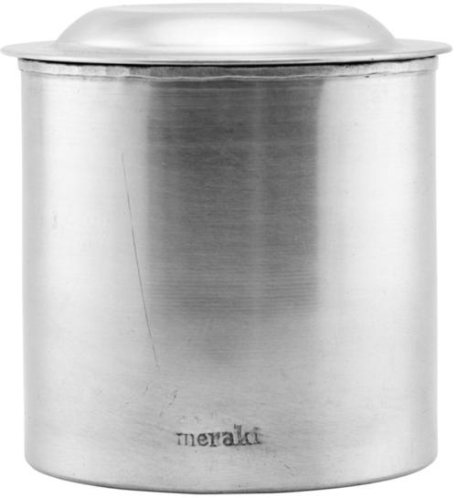 På billedet ser du variationen Krukke m. låg, Alu fra brandet Meraki i en størrelse D: 10,5 cm. H: 10,5 cm. i farven Sølv finish