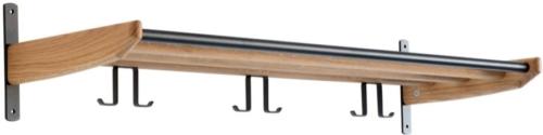 På billedet ser du variationen Cora, Hattehylde, Træ fra brandet Oscarssons Möbel i en størrelse L: 90 cm. i farven Lakeret egetræ