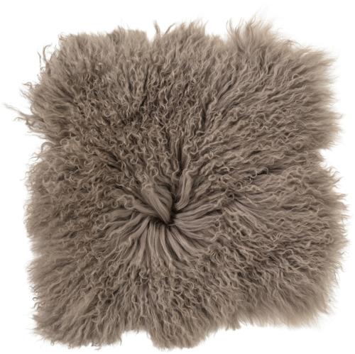På billedet ser du variationen Nordic, Sædepude, Mongolsk lammeskind fra brandet Bloomingville i en størrelse B: 40 cm. L: 40 cm. i farven Brun