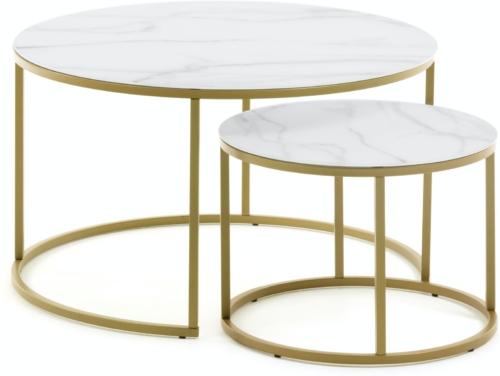 På billedet ser du variationen Leonor, Sidebord (sæt af 2 stk.) fra brandet LaForma i en størrelse H: 46 cm. B: 80 cm. L: 80 cm. i farven Hvidt guld