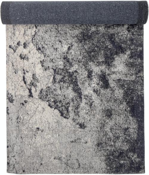 På billedet ser du variationen Husam, Tæppe, Grå, Bomuld fra brandet Bloomingville i en størrelse H: 1 cm. B: 76 cm. L: 243 cm. i farven Grå